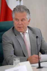 """Павел Ипатов: """"разбираться в составе колбасы - не дело губернатора"""""""