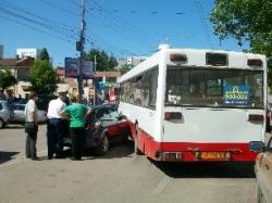 """В центре столкнулись пассажирский автобус и """"Опель"""""""