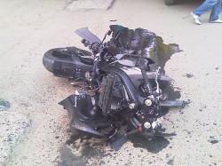 """Мотоцикл врезался в """"Нексию"""". Двое - в больнице"""