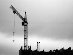 В центре города строится дом без разрешения
