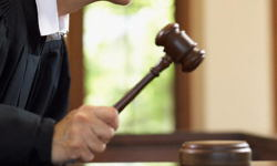 Судья сообщила об избытке работы и нехватке площадей