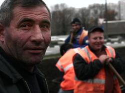 На саратовском предприятии нашли 30 узбеков-нелегалов