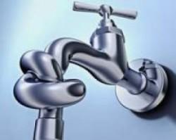 Без воды остаются жилые дома и школа