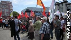На митинге оппозиции раздавали короны