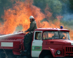 В центре города горит сарай