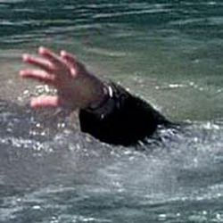 Двое граждан утонули, 1 - упал с крыши
