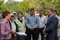 Олег Грищенко встретился с жильцами некачественно отремонтированного дома