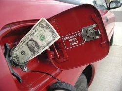 Цены на бензин повысились на 0,7%