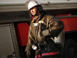 Пожарные вынесли из горящего дома пенсионера с ожогами 30% тела