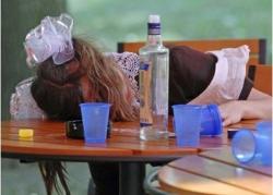 За продажу алкоголя подросткам предложено лишать лицензий
