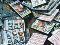 Предприниматель и продавщица обвиняются в торговле контрафактными дисками