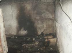 Пожарные спасли бомжа из горящего подвала
