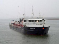 Застрявший под Балаковом танкер сошел с мели