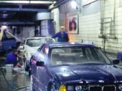 Автомойщик угнал и разбил машину клиента