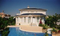 Цена на дома и квартиры у моря за границей
