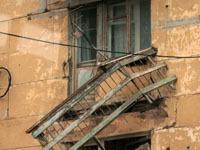 На женщину упал балкон