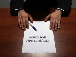 "Сотрудник салона сотовой связи ""повесил"" на клиентку кредит"