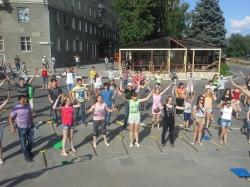 Прошел танцевальный флешмоб за чистоту города