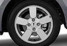 У должника арестовали автомобильное колесо