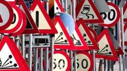 """Зампред: """"Слишком много дорожных знаков - это плохо, но лучше пусть их будет слишком много, чем мало"""""""