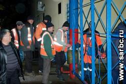 Общественников и полицейских не пускали в общежитие гастарбайтеров