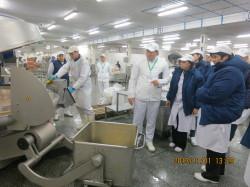 Мясокомбинат показывает потребителям производство продукции