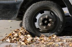 Полицейского оштрафовали за сокрытие кражи колес