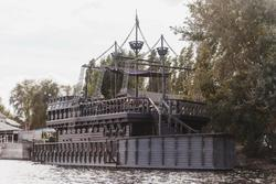 Дом-баня на плаву продается за 14 млн рублей