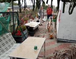 """Саратовец оборудовал на крыше дома самодельный """"двор"""""""