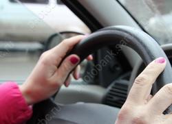 Должен был научить дочку босса водить машину, но выебал её