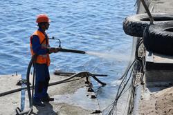В Саратове укрепляют причальную стенку набережной