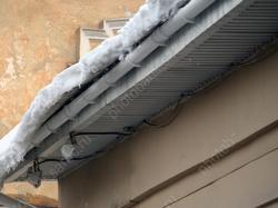 Прокуратура заинтересовалась уборкой снега на крыше сотрудниками детсада