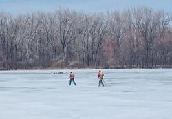 В Энгельса два рыбака провалились под лед