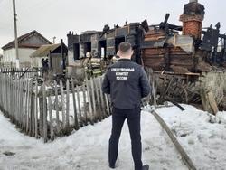 Сыну не удалось вытащить мать из горящего дома