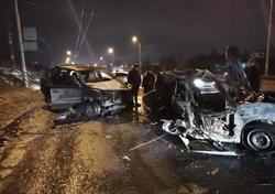 После столкновения водитель погиб в загоревшемся Ниссане