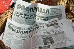 Времена. Николай II отрекся от престола, в Саратове вышел в свет Коммунист