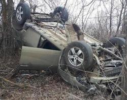 В опрокинувшемся в кювет Рено пострадала водитель