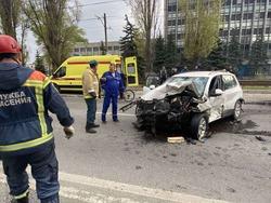 В массовом ДТП на 50 лет Октября пострадали три человека