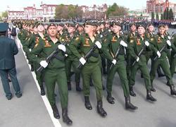 На Театральной площади прошел парад в честь Дня Победы
