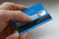 Сотрудница банка оформила и обналичила кредитки 23 клиентов
