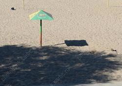 Из брюк у отдыхающего на пляже вытащили 128 тысяч