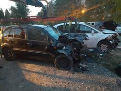 Водитель Форда не справился с управлением и врезался в три автомобиля