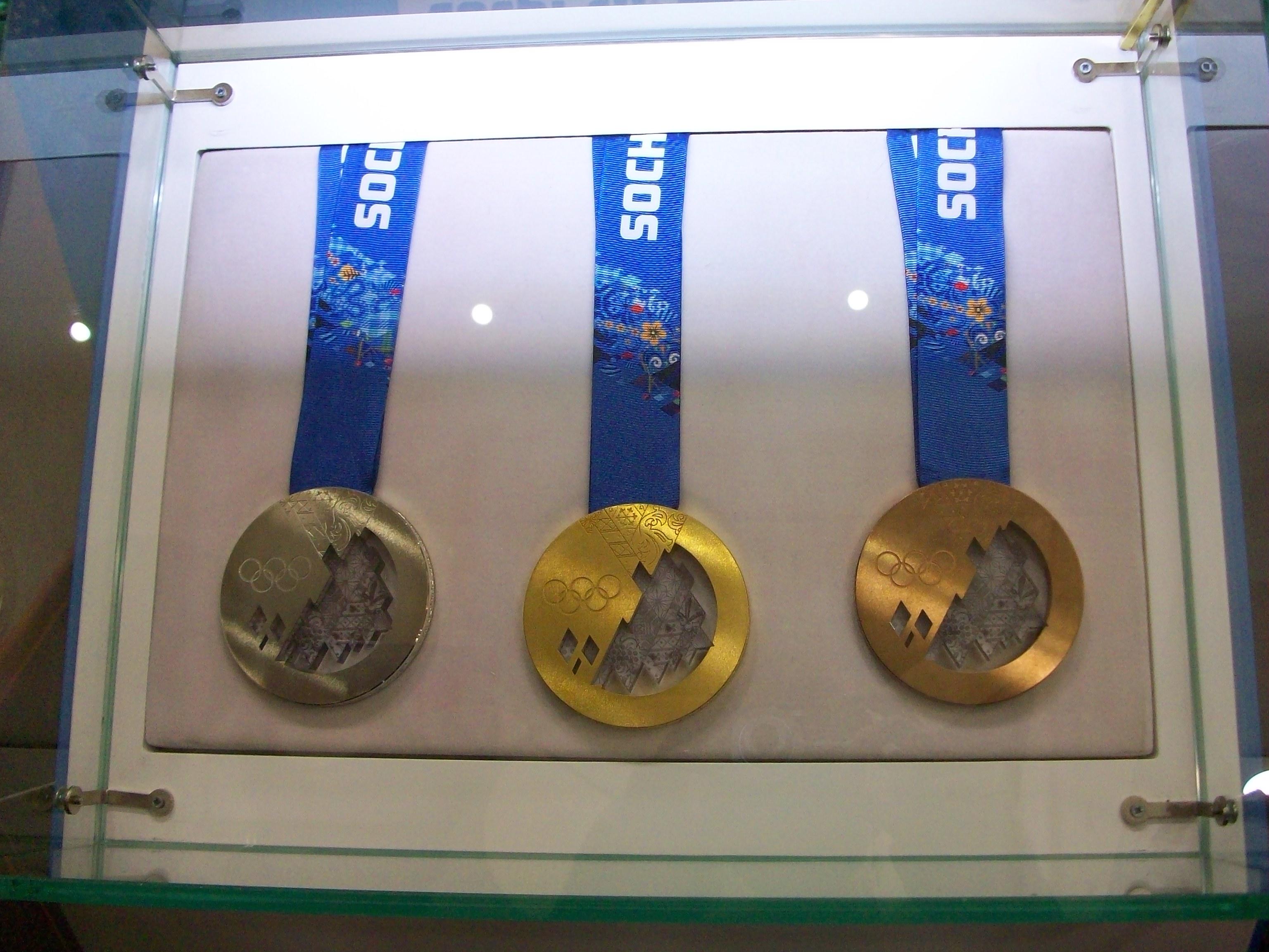 Комплект олимпийских медалей, представленных в Саратове, разыграют фигуристы