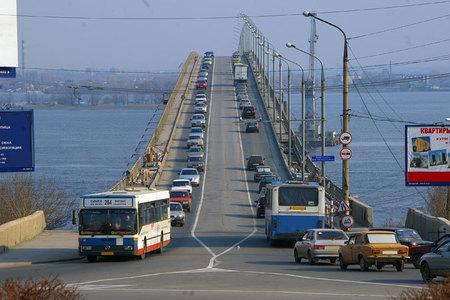 Во время ремонта по мосту будут ходить колонны по 10-15 автобусов