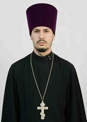 Вольского священника лишили права носить рясу и крест за пьяную езду