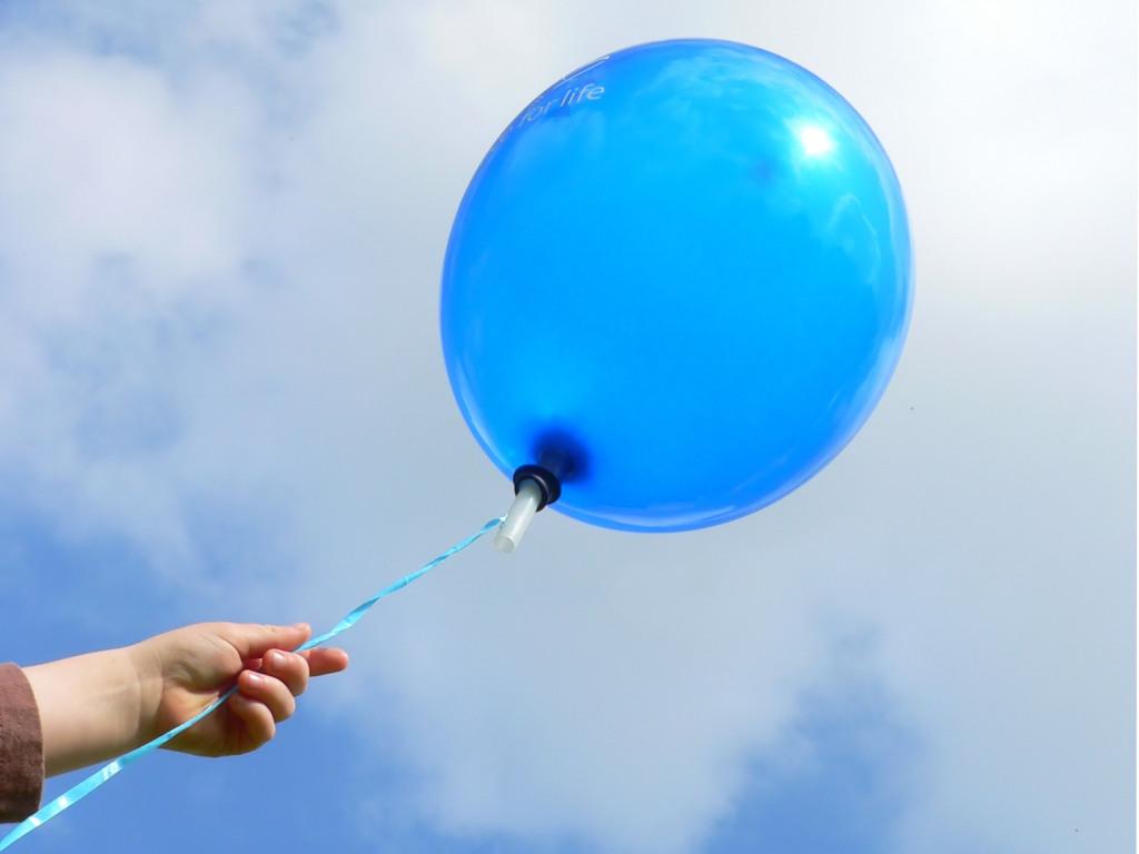 Картинки по запросу синие шары в небо