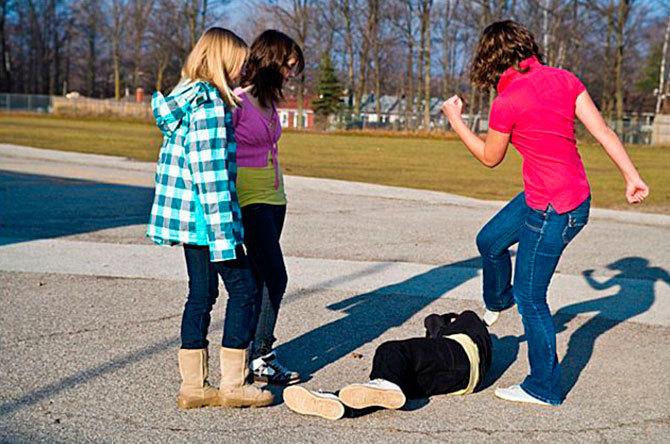 Порно про изнасилование школьниц фото