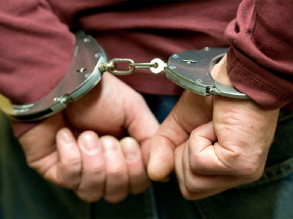 Напроспекте 50 лет Октября трое молодых людей ограбили прохожего