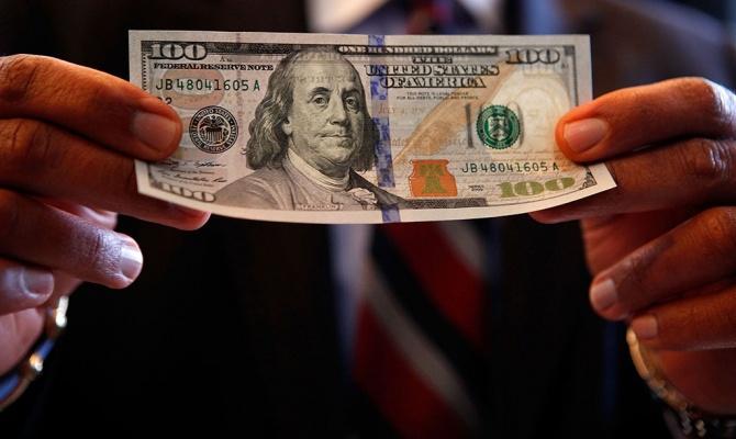 Через открытое окно упенсионерки украли 150 долларов и100 руб.