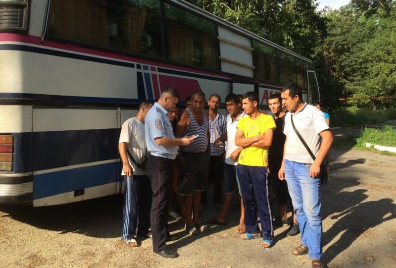 Три автобуса сехавшими вТашкент нелегалами остановили вСаратовской области